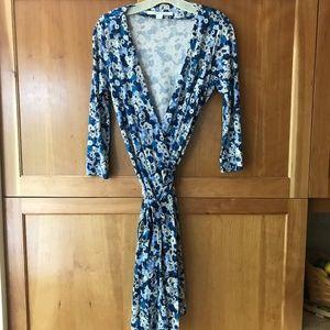 DIANE von FURSTENBERG Silk Wrap Dress SZ 8